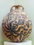 HÉRAKLION, GRÈCE - 3 AOÛT 2012 : Vases à style de Kamares de Pha Photo stock