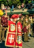 Héraut à la vieille cérémonie d'ouverture de jours de ville de Tallinn Photos libres de droits