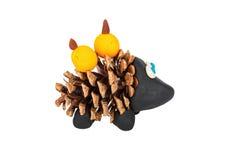 Hérisson de cône et de pâte à modeler de pin Image stock