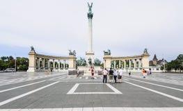 Héroes de Budapest Hungría Europa cuadrados fotos de archivo