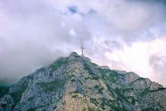 Héroes de la cruz WW1 en el top de Caraiman Foto de archivo libre de regalías