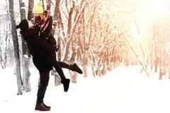 Hétérosexuel de couples l'hiver de rue Photos libres de droits