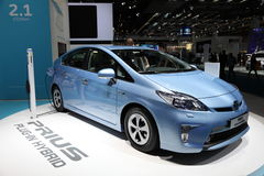 Híbrido del enchufe de Toyota Prius imagenes de archivo