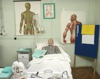 hôpital de 2 poupées Photos libres de droits