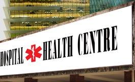 Hôpital et drapeau de centre médico-social. images stock