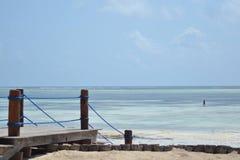 Hôtel étonnant de plage de Zanzibar de marée Photographie stock libre de droits