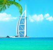 Hôtel arabe d'Al de Burj sur la plage de Jumeirah à Dubaï Image stock