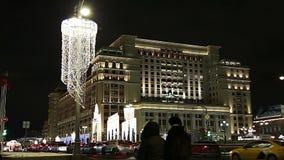 Hôtel d'illumination de vacances de Noël et de nouvelle année et de quatre saisons la nuit moscou Russie clips vidéos