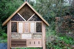 Hôtel d'insecte en nature sauvage images stock