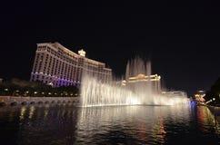 Hôtel de Bellagio et casino, nuit, point de repère, fontaine, ville Photos stock