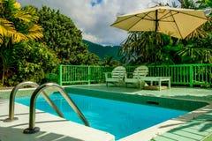 Hôtel de colline de fraise, piscine images libres de droits