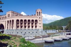 Hôtel de Jermuk d'endroit de Hyatt Montagnes scéniques vertes et ciel bleu d'espace libre l'arménie Photo stock