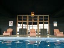 Hôtel de natation exclusif de l'espace piscine Photographie stock libre de droits