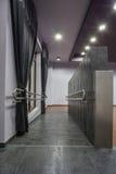 Hôtel de région boisée - rampe pour un fauteuil roulant Photo libre de droits