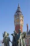 Hôtel de ville de la France Calais avec la statue Photo stock