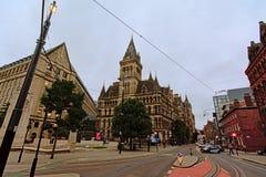 Hôtel de ville de Manchester avec la tour d'horloge dans le style néogothique images stock