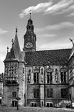 Hôtel de ville de Wroclaw à la place du marché contre le ciel lumineux d'été Capitale historique de la Silésie Pologne, l'Europe images stock