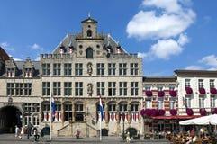 Hôtel et récréation de ville antique dans le bourdonnement op de Bergen Images stock