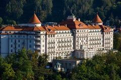Hôtel impérial au-dessus de Karlovy Vary photographie stock libre de droits
