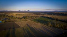 Höbaler i den sceniska kanten, Queensland, Australien Arkivfoto