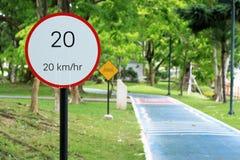 Höchstgeschwindigkeitszeichen 20 Stockfoto