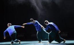 Höft-flygtur breakdancing-universitetsområde dans Fotografering för Bildbyråer