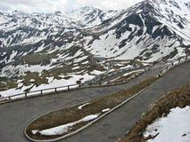 Hög alpin väg, Österrike, i sommar Arkivbilder
