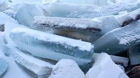 Hög av is arkivfoto