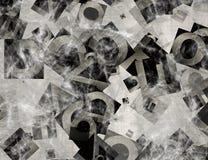 Hög av abstrakta kaotiska alfabetbokstäver i en spindelnät Royaltyfri Bild