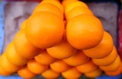 Hög av apelsiner Arkivfoton