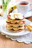 Hög av bananpannkakor Royaltyfria Bilder