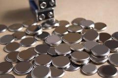 Hög av batterier för litiumknappcell Arkivfoton