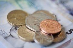 Hög av brittiska pengar Royaltyfri Foto