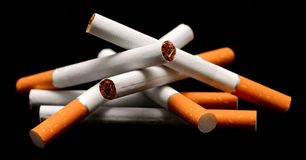 Hög av cigaretter Royaltyfri Bild
