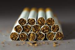 Hög av cigaretter Royaltyfri Fotografi