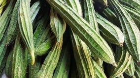 Hög av den Ridge kalebassen i grönsakmarknad Arkivbilder