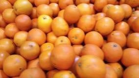 Hög av den stora apelsinen, pannarörelse stock video