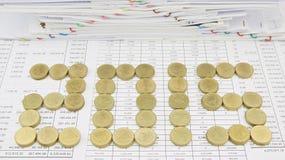 Hög av det guld- myntet som 2015 Royaltyfri Foto
