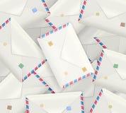 Hög av detaljerade realistiska postkuvert, realistiska postkuvert, vektor illustrationer