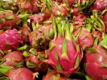 Hög av drake-frukt royaltyfri fotografi