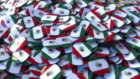 Hög av emblem som presenterar flaggor av Mexico, tolkning 3D arkivbilder