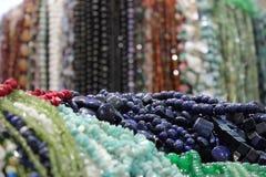 Hög av färgglade pärlor Royaltyfri Bild