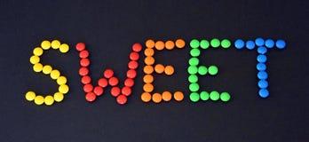 Hög av färgrika söta konfektar med Arkivbild