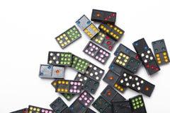 Hög av färgrikt domino royaltyfri foto
