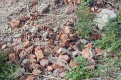 Hög av gamla brutna tegelstenar Royaltyfri Foto