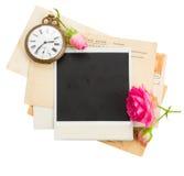 Hög av gamla foto med den antika klockan, tangent och Royaltyfria Foton