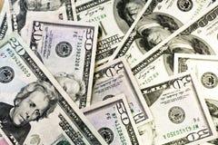 Hög av gamla hundra räkningar för dollarräkningar, slut upp dollar royaltyfri foto