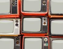 Hög av gammal röd retro TV Arkivfoton