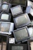 Hög av gammal television arkivbilder