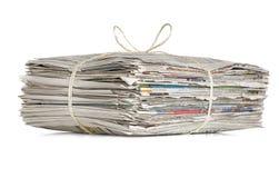 Hög av gammala tidningar royaltyfri fotografi